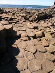 piedras exagonales Calzada de los Gigantes, costa de Irlanda