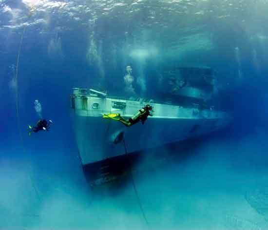 hundimiento del U.S.S. Kittiwake, Islas Caimán