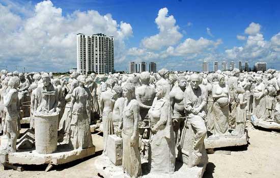 Museo submarino, esculturas en la playa de Cancún
