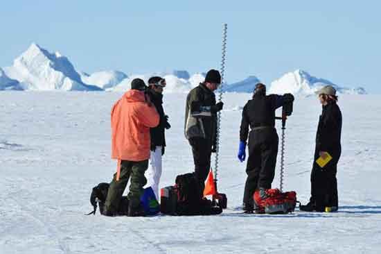 perforaciones para medir espesor del hielo marino