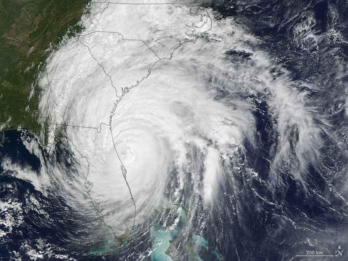 huracán Matthew sobre Florida visto desde satélite