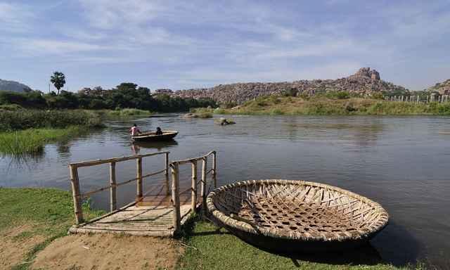 coracle en un río de la India