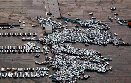 cientos de coches arrastrados por el tsunami de Japón