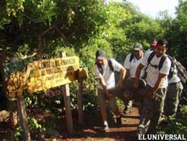 evacuación de una tortuga gigante en Galápagos