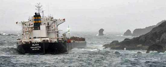 El MS Oliva, naufraga en las Islas Tristan