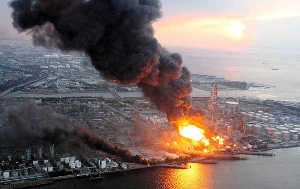terremoto Japón marzo 2011, incendios en la costa
