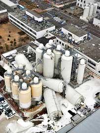 torres caídas en una fábrica de Japón, terremoto marzo 2011