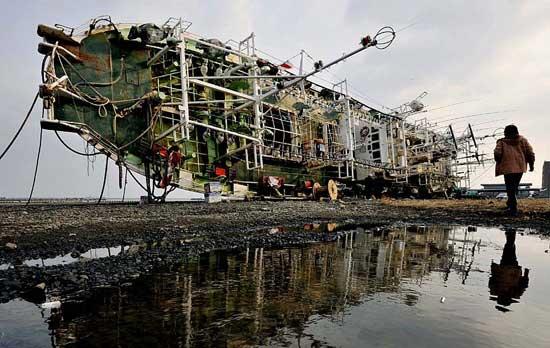 tsunami Japón barco varado de lado