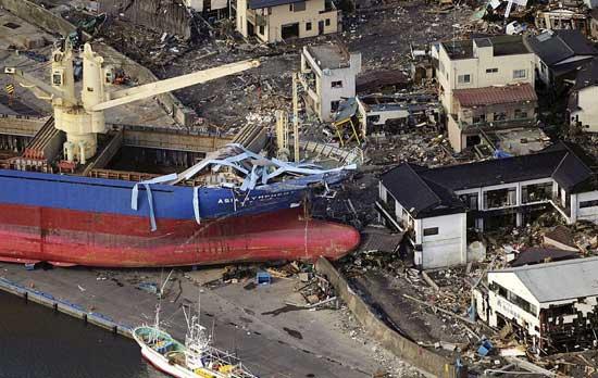 tsunami Japón marzo 2011, gran barco varado