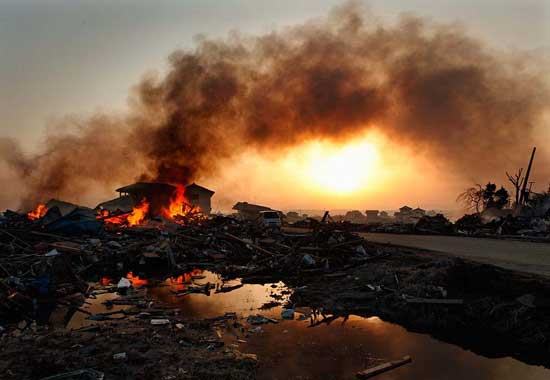 incendios tras el terremoto y tsunami de Japón, marzo 2011