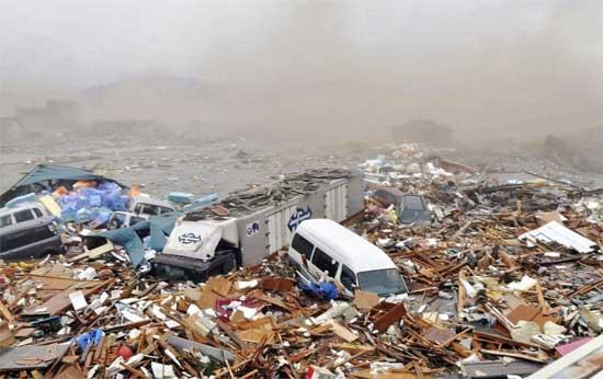 tsunami Japón 11 de marzo 2011, los escombros acumulados