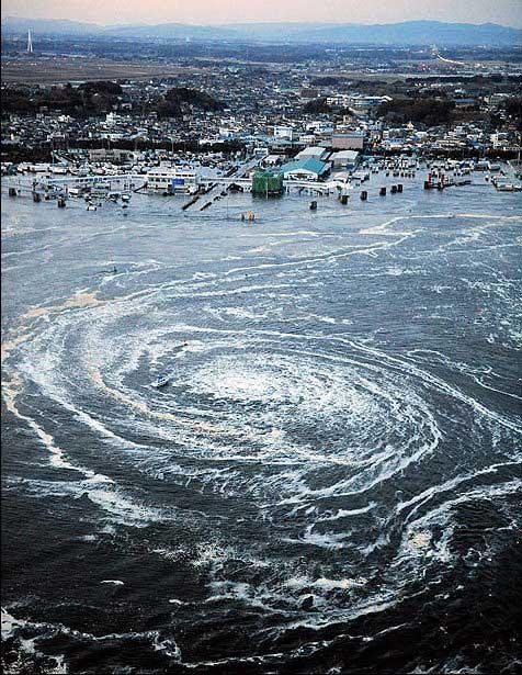 tsunami Japón, marzo 2011 - remolino en el mar