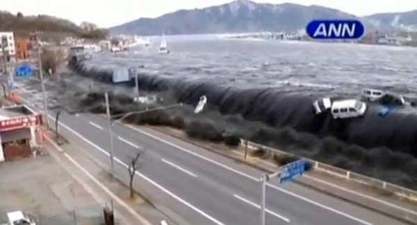 tsunami de Japón sobre la costa de Miyako arrasa todo