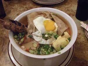 Wonton-saimin, plato oriental con Lampuga