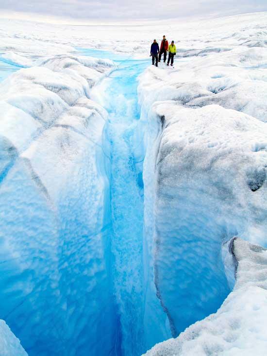 agua del deshielo cae por un molino, Ilulissat