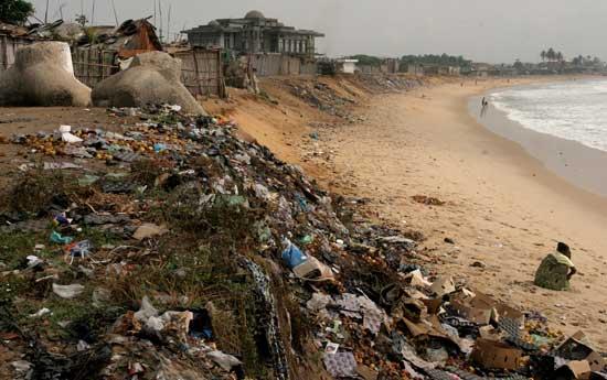 basura en una playa, Benin