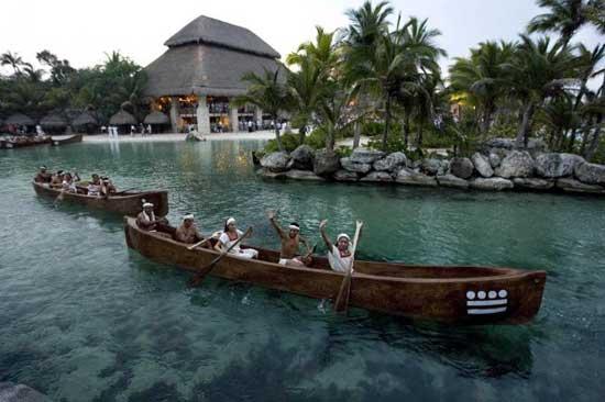 canoas mayas en una reconstrucción de la actual