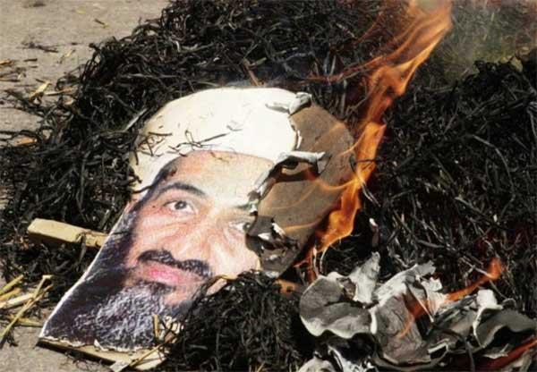 fotografía de Bin Laden quemada en Nueva Delhi