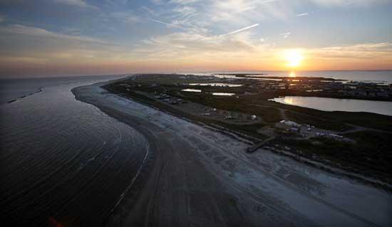 vertido de petróleo en Grand Isle, costa de Louisiana