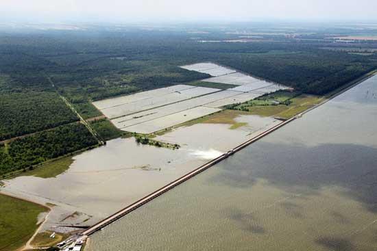 inundación Louisiana, apertura Cauce Morganza -Foto NASA
