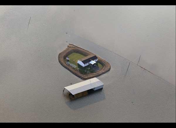 protección con diques en las casas inundación Mississippi