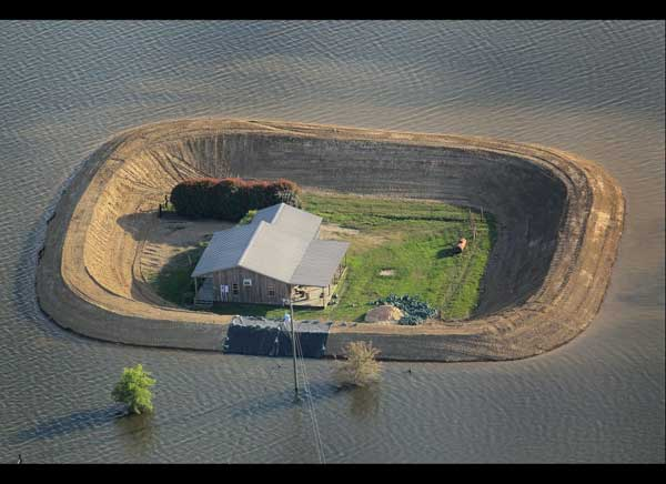 casas convertidas islas inundación del río Yazoo, alrededores de Vicksburg, Mississippi