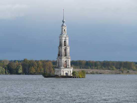 campanario de la iglesia de Kalyazin, Rusia