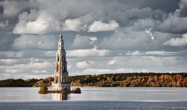 Torre de la iglesia de kalyazin, Rusia