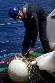 Expedición Malaspina toma de muestras en el buque Hespérides-muestras