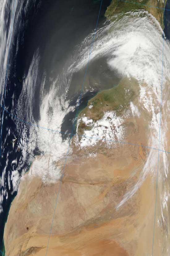 el polvo del Sahara sale desde Africa