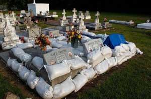 preparandose contra la inundación, cementerio de Nueva Orleans