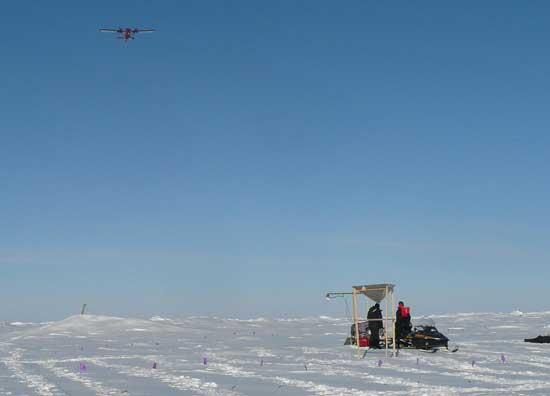 reflector en el hielo y avión de reconocimiento