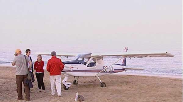 avioneta aterriza de emergencia en la playa Norte de Peñíscola