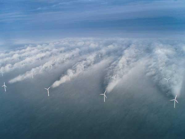 formación de nubes en un parque eólico marino del Mar del Norte