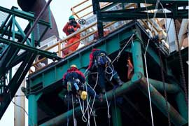 greenpeace aborda plataforma petrolera Leiv Eiriksson