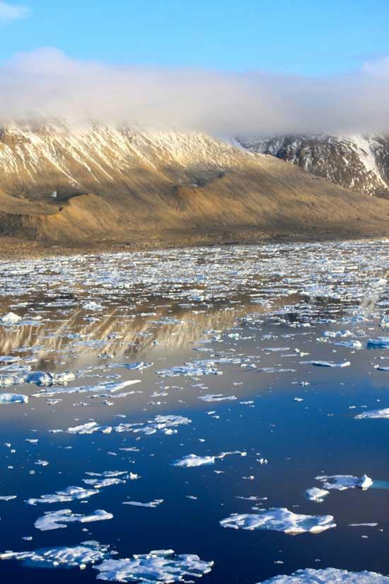 hielo de verano en la isla de Devon, Nunavut, Canadá