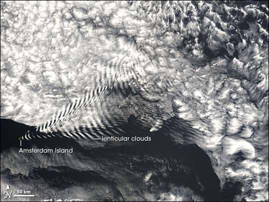 nubes lenticulares junto a la Isla Amsterdam