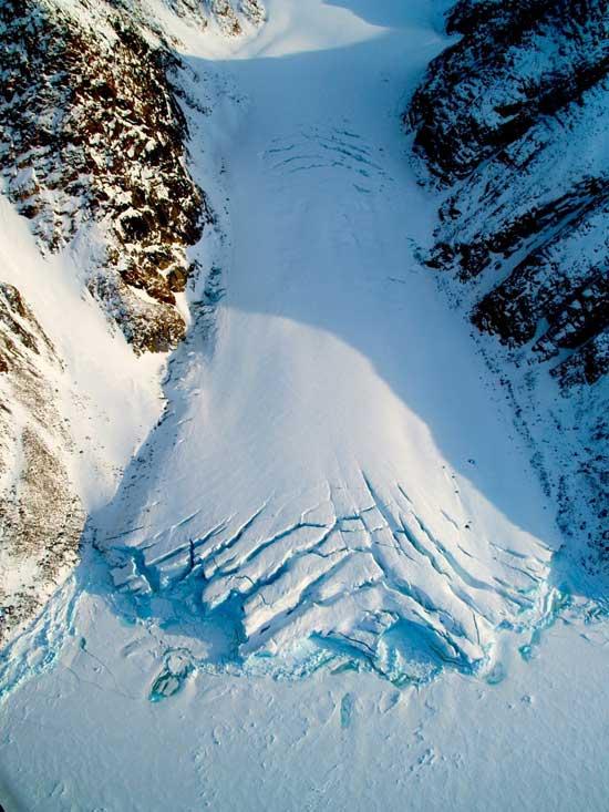 pequeño glaciar en la isla de Devon, Nunavut, Canadá