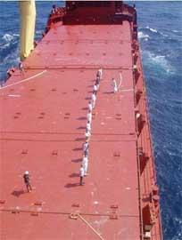 rehenes retenidos por piratas somalíes en un petrolero