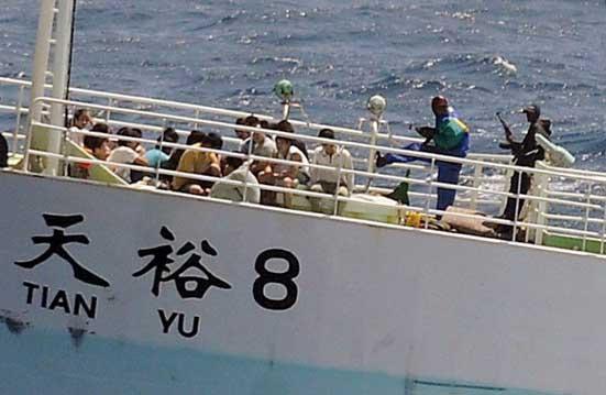 rehenes retenidos por piratas somalíes