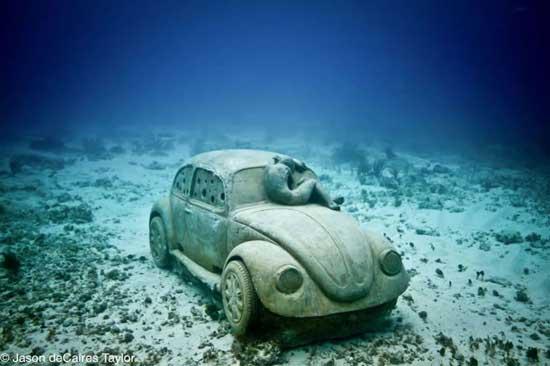 Volkswagen escarabajo sumergido en Cacún, vista general