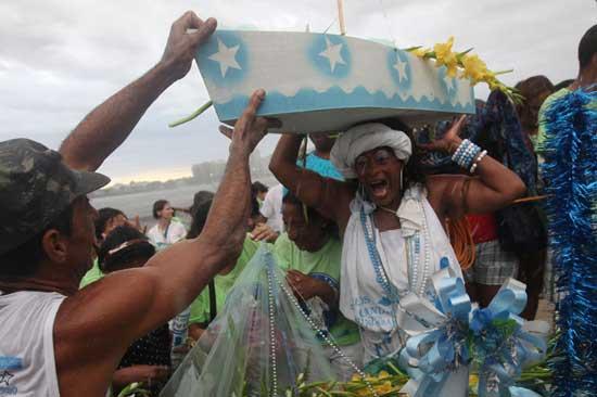 barca en la fiesta de Yemanyá en Copacabana