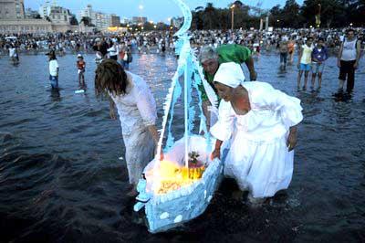 barca con regalos para la diosa Yemanyá