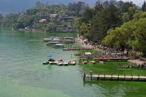 embarcadero en el lago Amatitlán