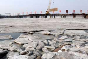 mar helado bahía de Jiaozhou - China