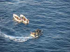 inspección esquife por fragata Canarias