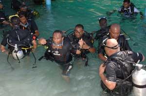 Maldivas, los ministros preparando la inmersión