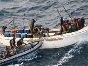 marina francesa detiene 12 piratas
