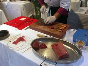 preparando shusi de atún, langostino Vinaròs