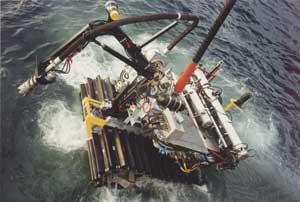 robot minero submarino sumergiendose
